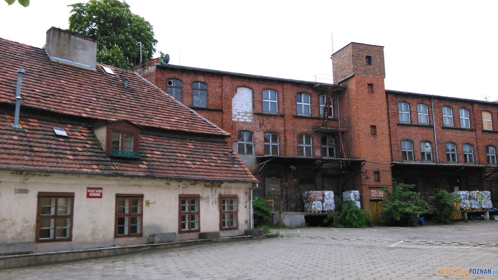Dworek i Stara Papiernia przy Szyperskiej  Foto: Tomasz Dworek