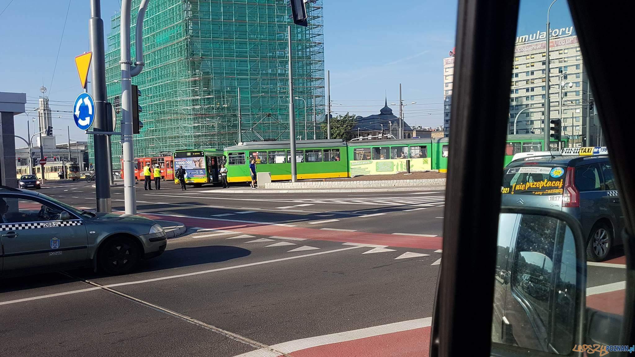 Wypadek na Kaponierze  Foto: AlertPoznan / Maciej