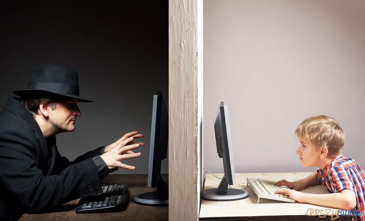 Niebezpieczny internet  Foto: rodjulian - Fotolia / Akademia Bezpiecznego Puchatka