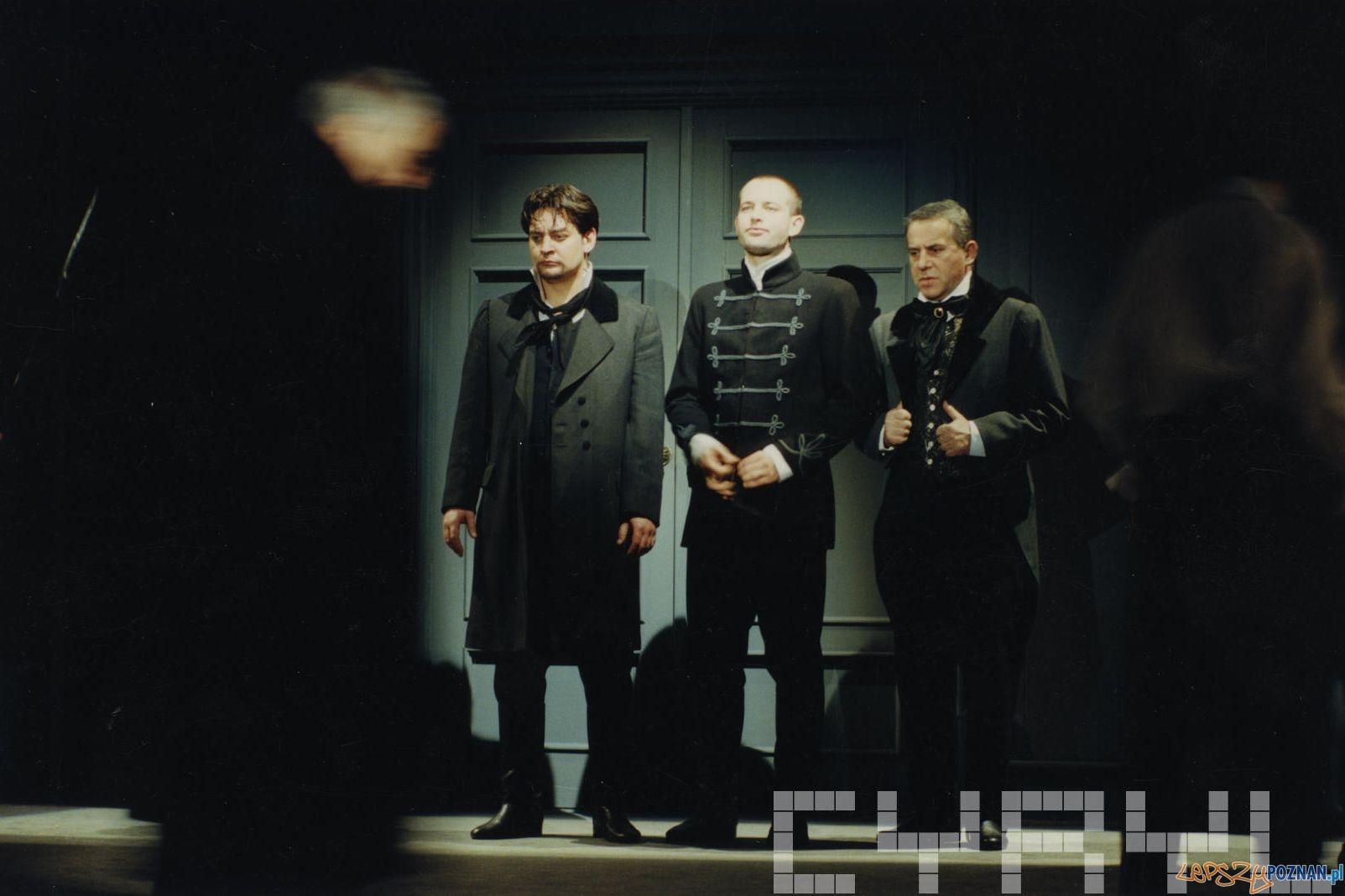Mariusz Sabiniewicz, Szymon Bobrowski i Zbigniew Grochalnie - Nie-Boska Komedia - Teatr Nowy 1996  Foto: Stafan Okołowicz / Teatr Nowy / Cyryl