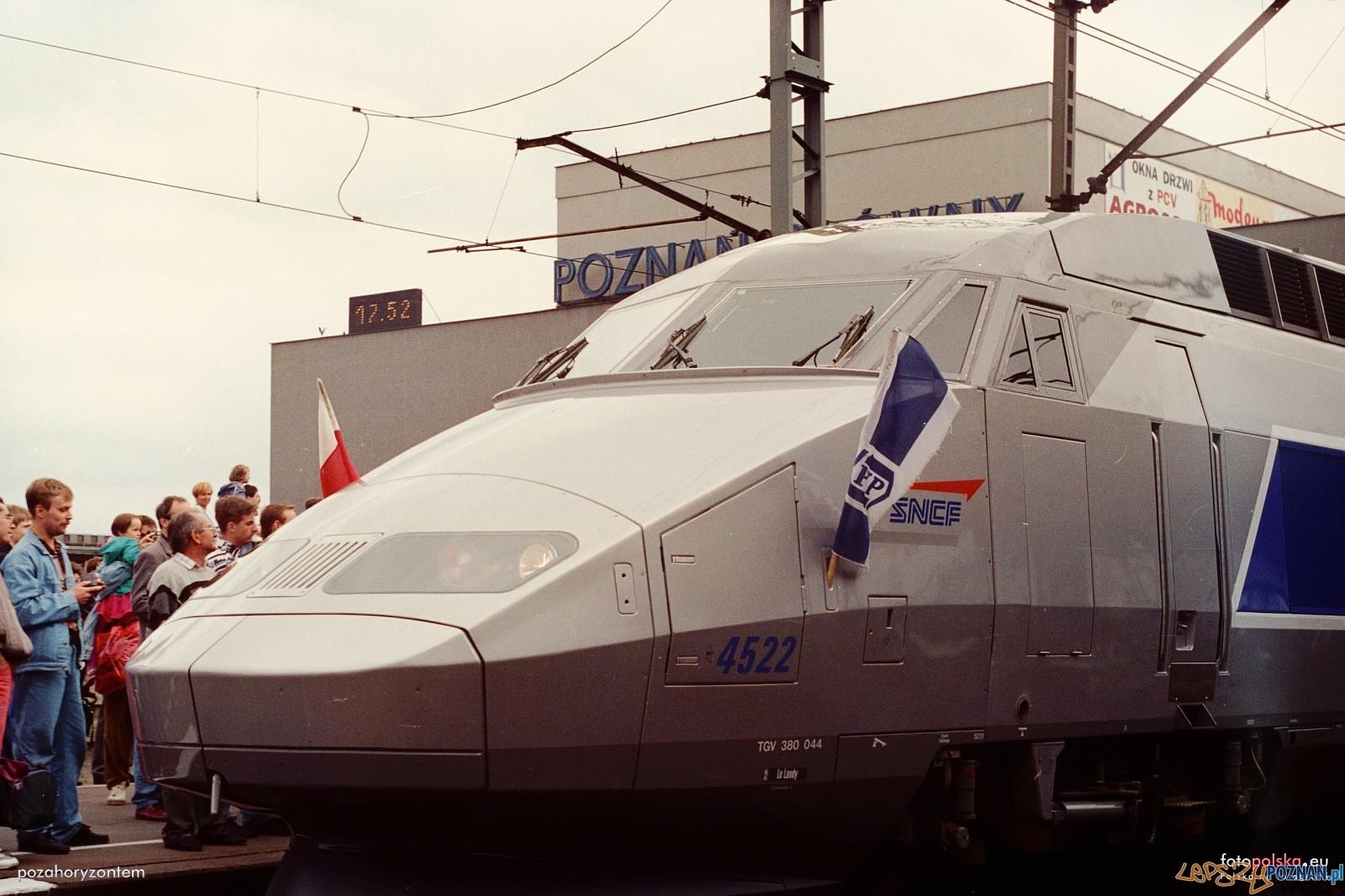 TGV na stacji Poznań Głowny - 18.06.1995  Foto: Przemysław Górski / pozahoryzontem / fotopolska.eu