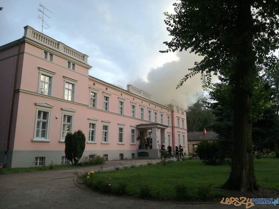 Dom Rekolekcyjny w płomieniach  Foto: OSP Skoki