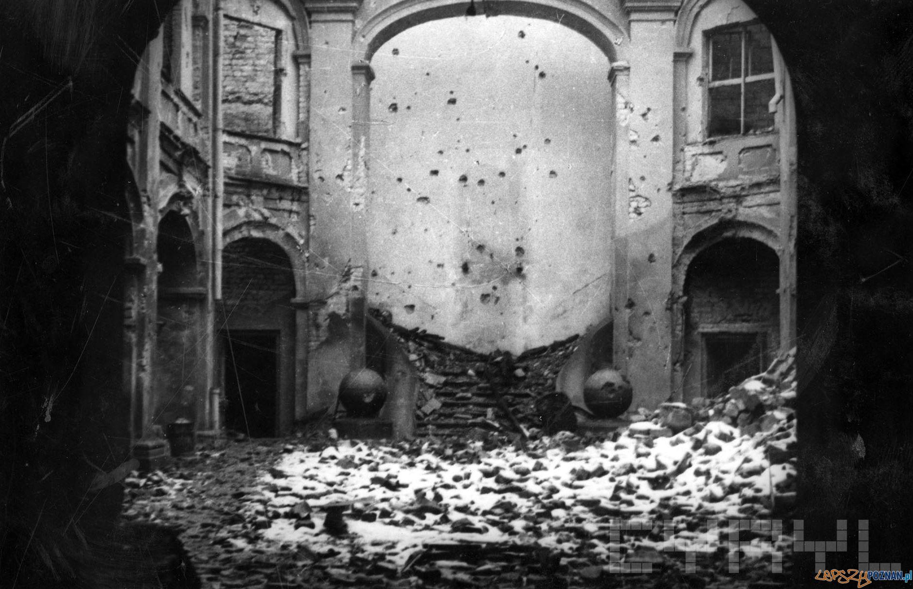 Zniszczony dziedziniec Szkoły Baletowej przy Gołębiej  Foto: Zbigniew Zielonacki / Cyryl