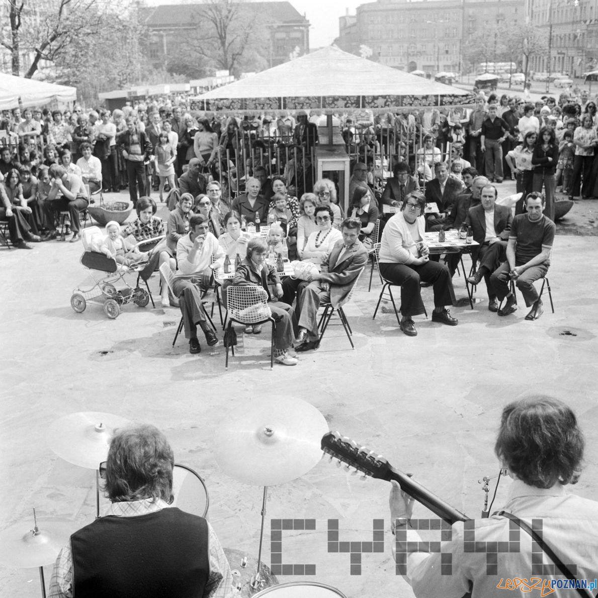 Plac Wolnosci - koncert 30 lat Gazeta Poznanska 10.05.75  Foto: Stanisław Wiktor / Cyryl