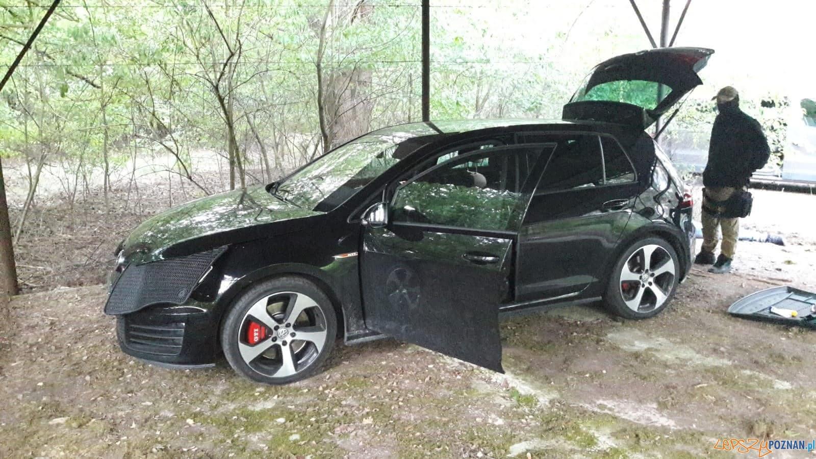 Policjanci odzyskali skradziony samochód  Foto: KMP Poznań