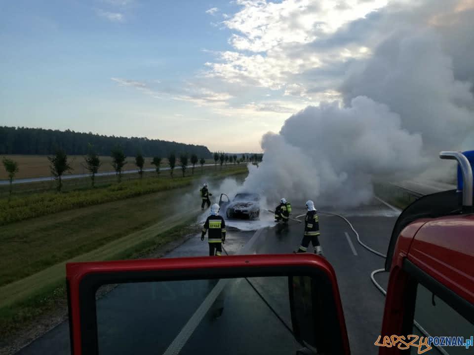 Pożar samochodu na trasie S-5  Foto: OSP Kostrzyn