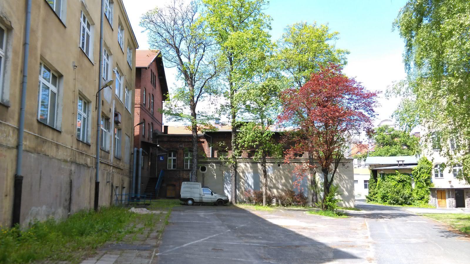Dawny szpital przy Szkolnej [stan czerwiec 2018]  Foto: Tomasz Dworek