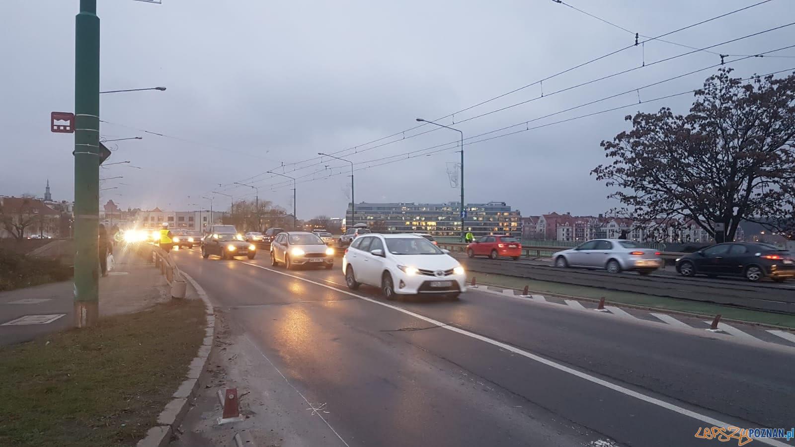 Potrącenie rowerzysty na Wyszyńskiego  Foto: KMP w Poznaniu
