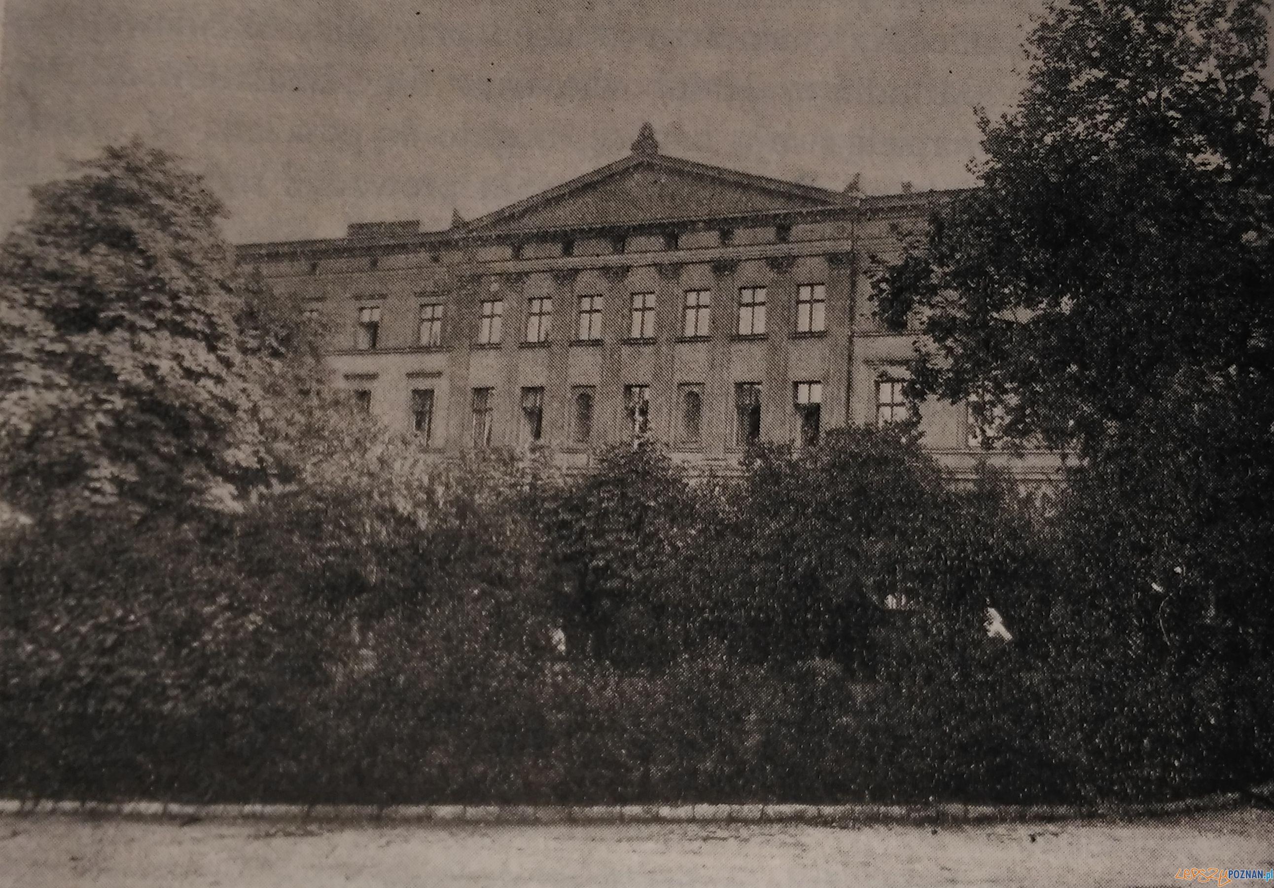 Hotel Bazar przed budową Muzeum Narodowego  Foto: Poznańskie Wspominki, Poznan 1967