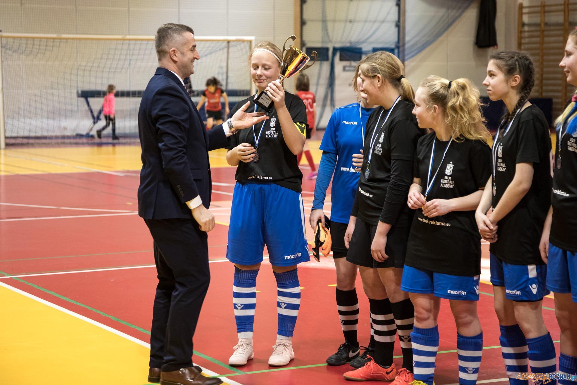 Halowe Mistrzostwa Wielkopolski w piłce nożnej dziewcząt  Foto: Michał Kościelak