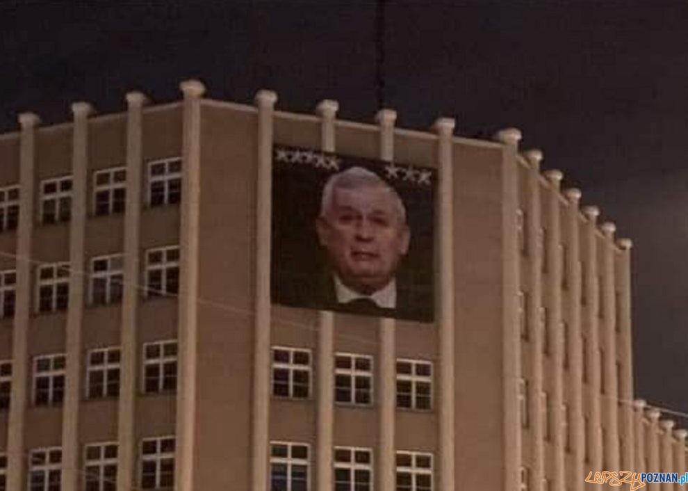 Kaczyński na banerze  Foto: Nierormalna Grupa Jeżycka / fb