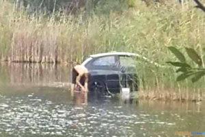Umył samochód w jeziorze  Foto: fb/Hejted Oborniki